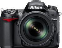 Зеркальный фотоаппарат Nikon D7000 Kit 18-105mm VR - вид спереди