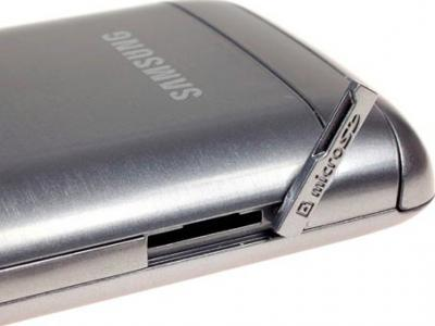 Смартфон Samsung S5380 Wave Y Silver (GT-S5380 SSDSER) - разъем USB