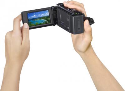 Видеокамера Sony HDR-PJ200E - в руках