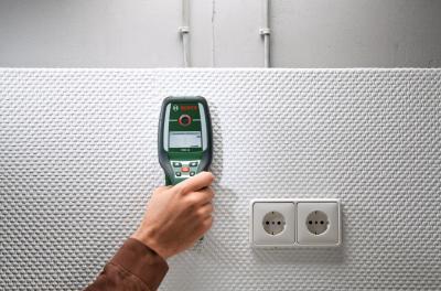 Детектор скрытой проводки Bosch PMD 10 (0.603.681.020) - в работе