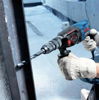 Профессиональный перфоратор Bosch GBH 2-26 DRE Professional (0.611.253.708) - в работе