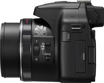 Компактный фотоаппарат Panasonic Lumix DMC-FZ150EE-K - вид сбоку