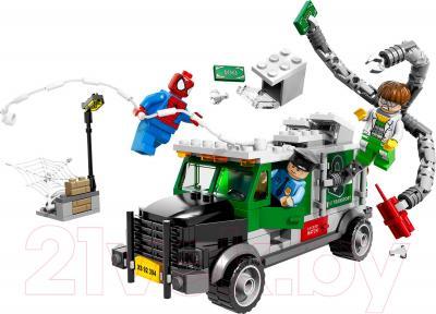 Конструктор Lego Super Heroes Кража грузовика Доктора Осьминога (76015)