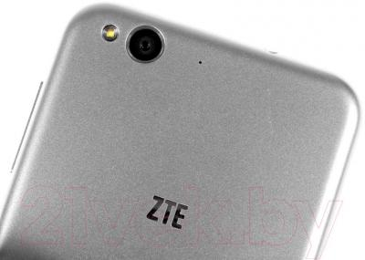 Смартфон ZTE Blade S6 (серебристый)