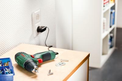 Аккумуляторная дрель-шуруповерт Bosch PSR 10.8 LI (0.603.954.203) - в работе