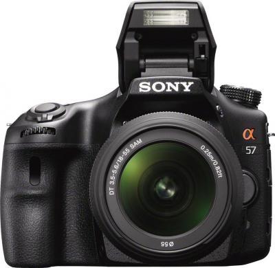 Зеркальный фотоаппарат Sony SLT-A57Y - вид спереди со сменным объективом