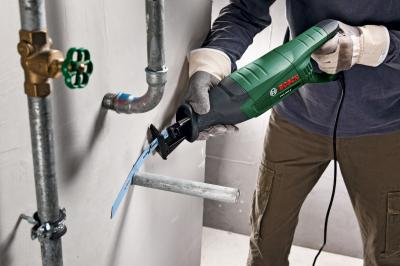 Сабельная пила Bosch PSA 900 E (0.603.3A6.000) - в работе