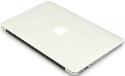 Ноутбук Apple MacBook Air 11'' (MD224RS/A) - Вид в закрытом состоянии