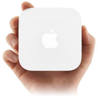 Беспроводной маршрутизатор Apple AirPort Express (MC414RS/A) - вид в руке