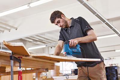 Профессиональный электролобзик Bosch GST 160 BCE Professional (0.601.518.001) - в работе