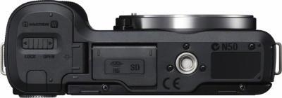 Беззеркальный фотоаппарат Sony Alpha NEX-F3D Black - вид снизу