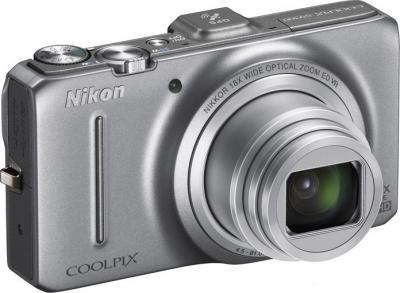 Компактный фотоаппарат Nikon COOLPIX S9200 Silver - общий вид