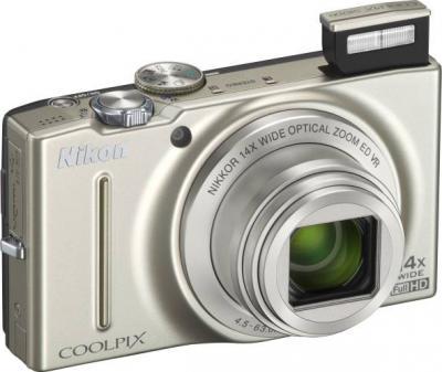 Компактный фотоаппарат Nikon COOLPIX S8200 Silver - общий вид
