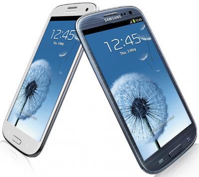 Смартфон Samsung Galaxy S III / I9300 (голубой) - в сравнении