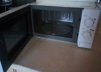Микроволновая печь LG MS2022D - с открытой дверцей