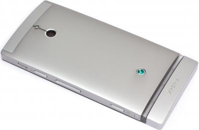 Смартфон Sony Xperia P (LT22i) Silver - вид сзади