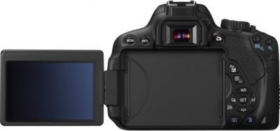 Зеркальный фотоаппарат Canon EOS 650D Kit 18-55mm IS II - вид сзади, поворотный дисплей
