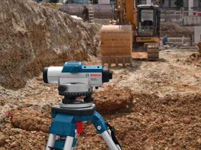 Нивелир Bosch GOL 20 D (0.601.068.400) - в работе