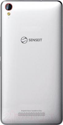 Смартфон Senseit E500 (бело-серебристый) - вид сзади