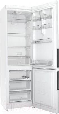 Холодильник с морозильником Hotpoint HF 5200 W