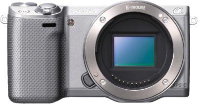Беззеркальный фотоаппарат Sony Alpha NEX-5RK (серебристый) - вид спереди без объектива