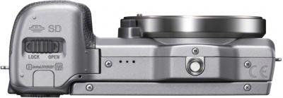 Беззеркальный фотоаппарат Sony Alpha NEX-5RK (серебристый) - вид снизу