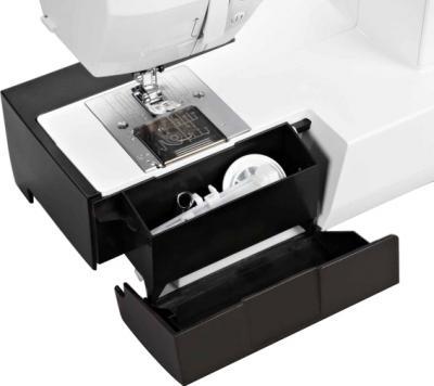 Швейная машина Bernina Bernette 25 - отсек для аксессуаров