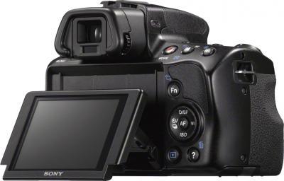Зеркальный фотоаппарат Sony SLT-A37M (черный) - вид сзади, поворотный экран