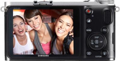 Беззеркальный фотоаппарат Samsung NX210 Kit 18-55mm Black-Silver - вид сзади