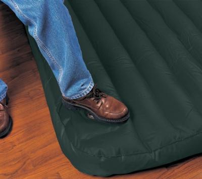 Надувной матрас Intex 66927 - встроенный насос