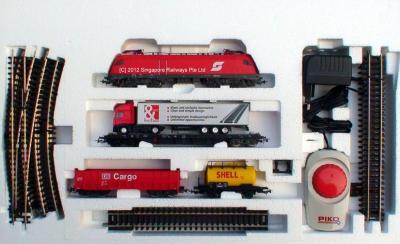 Железная дорога детская Piko Электровоз и 3 грузовых вагона (57170) - вид в упаковке