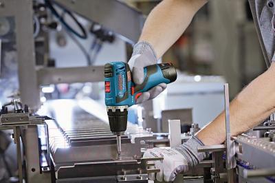 Профессиональная дрель-шуруповерт Bosch GSR 10.8 V-EC Professional (0.601.9D4.000) - в работе