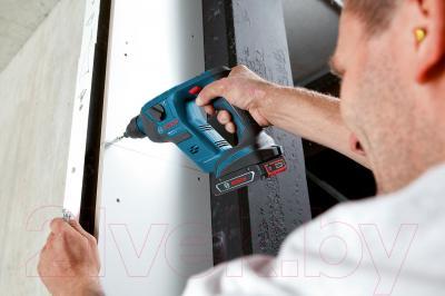 Профессиональный перфоратор Bosch GBH 18 V-LI Compact Professional (0.611.905.308) - в работе