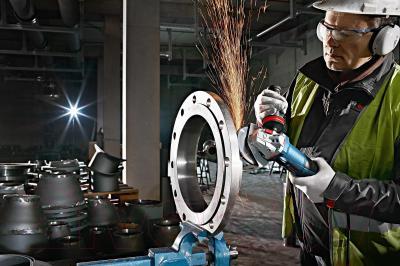 Профессиональная болгарка Bosch GWS 13-125 CI (0.601.79E.002) - в работе