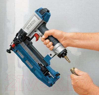 Пневматический степлер Bosch GTK 40 (0.601.491.G01) - в работе