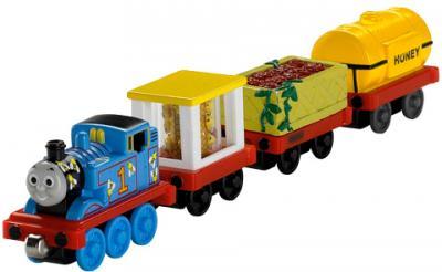 Элемент железной дороги Fisher-Price Новые истории: Томас + 3 вагончика (R9471/R9475) - общий вид