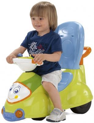 Автомобиль-качалка Chicco Quattro 4 в 1 (Салатовый) - ребенок на каталке