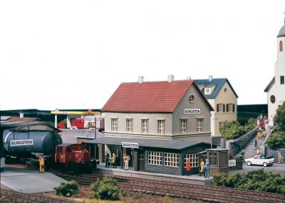 Элемент железной дороги Piko Вокзал Бургштайн (61820) - общий вид