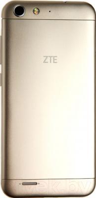Смартфон ZTE Blade X7 (золотой)