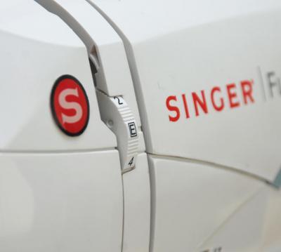 Швейно-вышивальная машина Singer Futura XL-400 - регулятор натяжения нити