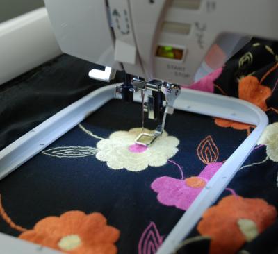 Швейно-вышивальная машина Singer Futura XL-400 - пяльца