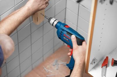 Профессиональная дрель Bosch GSB 13 RE Professional (0.601.217.100) - в работе