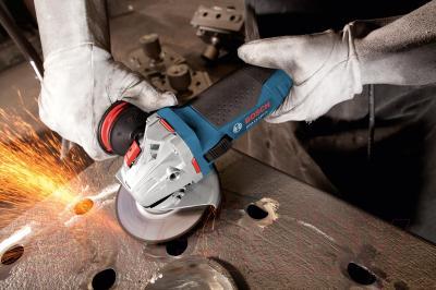 Профессиональная угловая шлифмашина Bosch GWS 15-150 CI Professional (0.601.798.006) - в работе