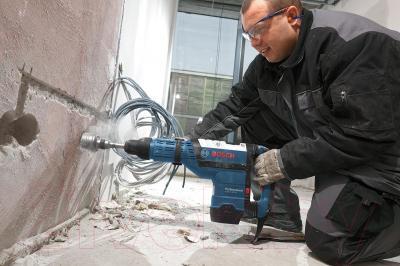 Профессиональный перфоратор Bosch GBH 8-45 DV Professional (0.611.265.000) - в работе