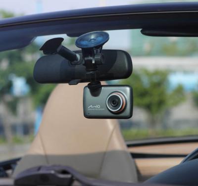 Автомобильный видеорегистратор Mio Mivue 225 - в автомобиле