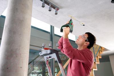 Перфоратор Bosch Uneo 10.8 LI-2 (0.603.984.024) - в работе