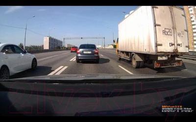 Автомобильный видеорегистратор Mio MiVue 518 - дневная съемка