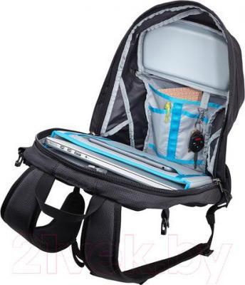 Рюкзак для ноутбука Thule EnRoute 2 Triumph / TETD-215K (черный) - пример использования