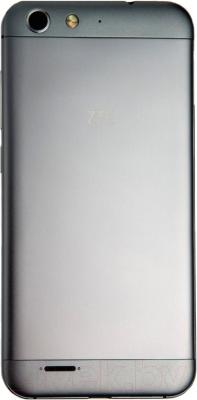 Смартфон ZTE Blade X7 (серебристый)