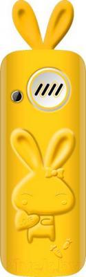 Мобильный телефон Maxvi J1 (желтый) - вид сзади в чехле